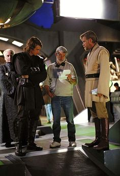 George Lucas reading notes with Hayden Christensen Ewan McGregor and Ian McDiarmid during filming on Revenge Of The Sith in 2004 Images Star Wars, Star Wars Pictures, Star Wars Quotes, Star Wars Humor, Star Wars Cast, Hayden Christensen, Star Wars Wallpaper, Ewan Mcgregor, Star War 3