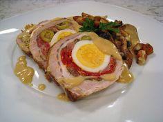 Servir el lomo frío cortado en rodajas, las verduras al lado y un poco de salsa por encima de todo.