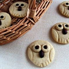 *** Not sure what language it's in, but these are so cute! Thought I'd pin them anyway. Owl Cookies, Feeling Hungry, Sweets Cake, Food Decoration, How Sweet Eats, Cakes And More, Christmas Cookies, Cookie Recipes, Ale
