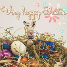 Very happy Easter! Happy Easter, Christmas Bulbs, Seasons, Holiday Decor, Crochet, Home Decor, Amigurumi, Happy Easter Day, Decoration Home