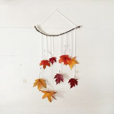 autumn mobile DIY (or wall hanging! Fall Crafts, Crafts To Make, Crafts For Kids, Diy Crafts, Fete Halloween, Little Falls, Leaf Art, Fall Diy, Fall Home Decor