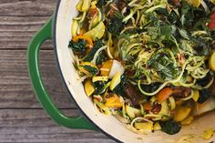 Summer's Harvest Farmers Market One-Pot Zucchini Pasta by @TastyYummies