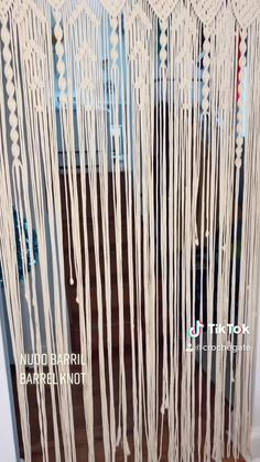 Macrame Curtain, Beaded Curtains, Door Curtains, Macrame Bracelet Tutorial, Macrame Bracelets, Curtain Tutorial, Curtain Patterns, Macrame Design, Macrame Knots