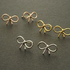 최소 1 개 골드 실버 로즈 골드 패션 보석 작은 나비 스터드 귀걸이 우미 매듭 리본 귀걸이 ED055