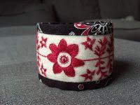 Fasta maskor och lösa funderingar: Det kom en förfrågan... Swedish Embroidery, Wool Embroidery, Lace Jewelry, Fabric Jewelry, Fabric Bracelets, Cuff Bracelets, Textiles, Wrist Warmers, Beading Projects
