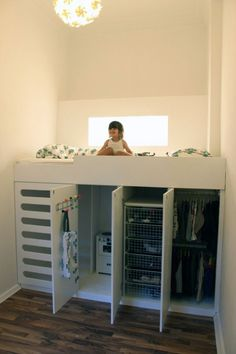 Never Mind a Kids room.~B Kids room Storage Solution Idea - What a great idea. Would work in a small bedroom too. Lots of storage & a fun place to sleep.Do a full size bed for room for friends. Closets Pequenos, Kura Ikea, Ikea Loft Bed Hack, Kura Bed Hack, Ikea Stuva, Ikea Bed, Kid Beds, Loft Beds Kids, Low Loft Beds