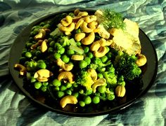 green peas & broccoli with cashews and tofu
