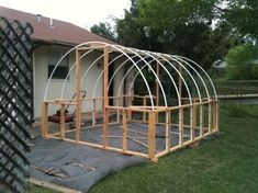 Get inspired ideas for your greenhouse. Build a cold-frame greenhouse. A cold-frame greenhouse is small but effective. Diy Greenhouse Plans, Homemade Greenhouse, Build A Greenhouse, Greenhouse Gardening, Hydroponic Gardening, Organic Gardening, Greenhouse Wedding, Greenhouse Pictures, Simple Greenhouse