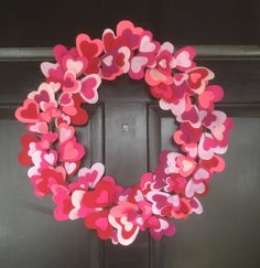 Valentine's Day Wreath, shades of pink and red hearts- 18 Valentine Theme, Valentine Day Wreaths, Valentines Day Decorations, Valentines Diy, Easy Diy Crafts, Diy Craft Projects, Diy Crafts To Sell, Decor Crafts, Saint Valentin Diy