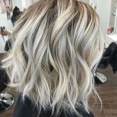Tousled Shaggy White Blonde Bob 60 Messy Bob Hairstyles for Your Trendy Casual Looks White Blonde Bob, Messy Blonde Bob, Blond Bob, Short Blonde Bobs, Bobs Rubios, Blonde Bob Hairstyles, Casual Hairstyles, Fashion Hairstyles, Weave Hairstyles