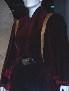 Handmaiden Battle Outfit, real picture (Episode I) Queen Amidala Costume, Padme Costume, Amidala Star Wars, Star Wars Padme, Star Wars Costumes, Movie Costumes, Battle Dress, So Little Time, Costume Design