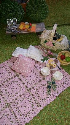 Miniature crochet by Ann Giling. Mettler silk.