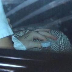 neck yo self Harry Styles Hands, Harry Styles Pictures, Harry 1d, Mr Style, Harry Edward Styles, Larry Stylinson, Daddy, Angel, Icons