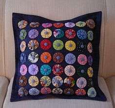 Wonderful Mesmerizing Sewing Ideas for All. Awe Inspiring Wonderful Mesmerizing Sewing Ideas for All. Sewing Pillows, Diy Pillows, Decorative Pillows, Patchwork Pillow, Quilted Pillow, Fabric Crafts, Sewing Crafts, Sewing Projects, Yo Yo Quilt