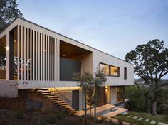 Hillside House, San Anselmo, CA, USA / Shands Studio. Photograph by Paul Dyer Photography