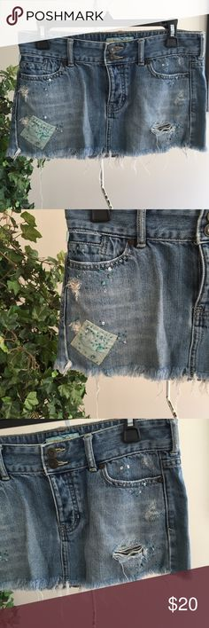 Great condition Distressed beaded Hollister skirt Great condition Hollister distressed beaded skirt sz 3 Hollister Skirts Mini