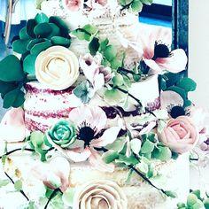 The flowers on this cake were gorgeous! Loved the anemones. Our gluten free red velvet cake worked beautifully for this design. How do you like these lovely sugar flowers? #cake #weddingcake #glutenfree #vegan #luxurywedding #atlantaweddings #atlantaweddingcake #engaged #atlantabakery #atlantaweddingphotographer #atlantacaterer #atlantavenue #atlantaevents #cakedecorating #cookiedecorating #macarons #baker #bakery #glutenfreeatlanta #glutenfreecake #picoftheday #atlantacakeartist… Velvet Cake, Red Velvet, Anemones, Gluten Free Cakes, Atlanta Wedding, Sugar Flowers, Luxury Wedding, Cookie Decorating, Macarons