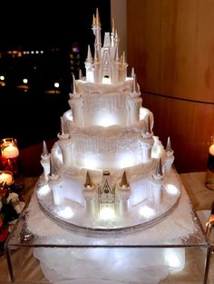 Most weddings are the same: white dress, tuxedo, dancing, and delicious cake. These couples decided to shake things up a bit with a themed wedding cake that will leave you in awe: You'll need an ice pick to eat this cake!! Via: girlydesignblog