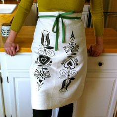 Shopping for my summer catering apron.  Etxy - SaraSmedley