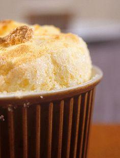 A felfújt nagyon könnyű édesség, nem úgy az elkészítése. A rizses változat azonban az egyszerűbbek közé tartozik.