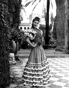 Ava Gardner, la feria de Sevilla, I love her in this dress, when she looks like a gypsy ; Old Hollywood Stars, Golden Age Of Hollywood, Vintage Hollywood, Hollywood Glamour, Classic Hollywood, Ava Gardner, Jean Harlow, Vintage Glamour, Vintage Beauty