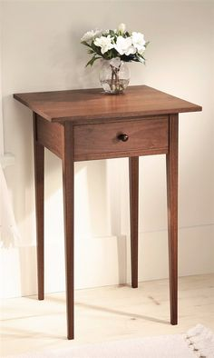 Great drawer tips Shaker Table - Popular Woodworking Magazine Furniture Projects, Furniture Plans, Wood Furniture, Wood Projects, Furniture Design, Easy Woodworking Projects, Popular Woodworking, Woodworking Furniture, Woodworking Plans