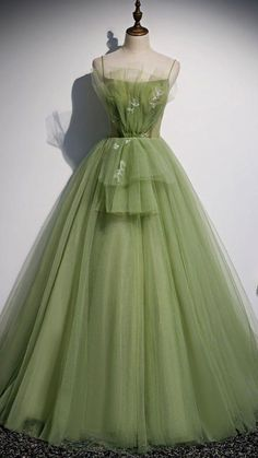 Cute Prom Dresses, Ball Dresses, Elegant Dresses, Pretty Dresses, Beautiful Dresses, Ball Gowns, Evening Dresses, Green Evening Gowns, Vintage Evening Gowns