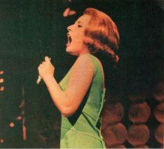 Lesley Gore - Teen Screen - January 1965 - T. Show Time Souvenir Album - Lesley Gore, Bette Davis, Vintage Magazines, Old Hollywood, Teen, Rainbows, Celebrities, Claire, Pretty