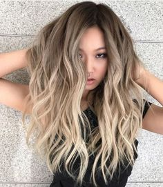 Diseño de color balayage cenizo http://beautyandfashionideas.com/diseno-color-balayage-cenizo/ #Beauty #beautytrends2017 #Cabello #colortrends #Diseñodecolorbalayagecenizo #haircolortrends #Haircolor #haircolortrends #Ideasparaelcabello #trends2017