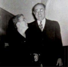 le Révérend Aimé Paul et Gladys Duchesneau, principal de l'institut biblique de Montréal, Québec.1958