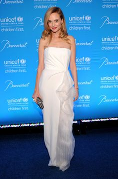 Heather Graham & Ben McKenzie Put On Their Best for Unicef Snowflake Ball Photo Heather Graham looks lovely in white as she attends the 2014 UNICEF Snowflake Ball held at Cipriani Wall Street on Tuesday (December in New York City. White Strapless Dress, White Gowns, White Dress, Heather Graham Now, Chile, Vintage Dresses, Nice Dresses, Tilda Swinton