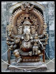 Lord Ganesha Sculpture in a temple Arte Ganesha, Sri Ganesh, Ganesh Lord, Shri Ganesh Images, Ganesha Pictures, Sri Yantra, Ganesh Wallpaper, Buddha, India Art