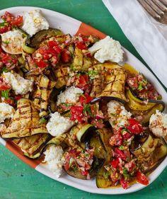 Sültpadlizsán-saláta recept   Street Kitchen Green Kitchen, Kung Pao Chicken, Paella, Superfood, Mozzarella, Feta, Side Dishes, Grilling, Food And Drink