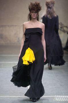 Yohji Yamamoto | Fall 2005 Ready-to-Wear Collection |