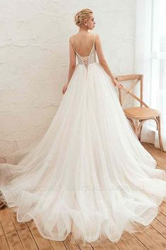 BMbridal Chic Spaghetti Straps V-Neck Ivory Tulle Wedding Dresses with Appliques | BmBridal