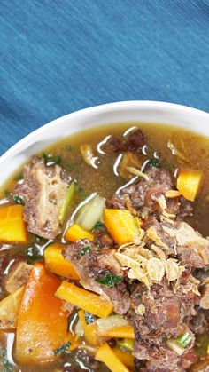 Sop yang dibuat dari bahan utama buntut sapi ini t Soup Recipes, Vegetarian Recipes, Chicken Recipes, Dinner Recipes, Cooking Recipes, Healthy Recipes, Health Dinner, Indonesian Food, Cuisines Design