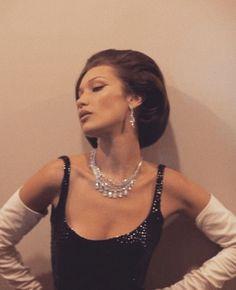 Bella Hadid Style, Classy Aesthetic, Aesthetic Vintage, Madame, Model Photos, Pretty People, Celebs, Glamour, Retro