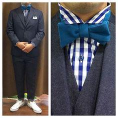 新郎衣装|デニムやカジュアルな衣装とスニーカーのカジュアルスタイル : 結婚式の新郎衣装に関するお話|カジュアルウェディングまとめ Dress Suits For Men, Mens Suits, Wedding Men, Tuxedo, Backdrops, Groom, Poses, Lifestyle, Dresses