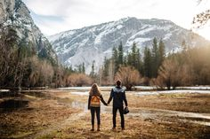 This Yosemite engagement session is full of cool Northern Cali vibes, seriously breathtaking views, and fun outdoorsy outfits.