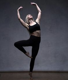 Pictured, Sleek Principal trainer US and Canada, Susan White, always sleekspirational ❤️ Ballet Workouts, Physique, Ballet Dance, Sculpting, Dancer, Health Fitness, Abs, Canada, Sporty