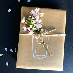 Geschenke verpacken Ideen - gift wrapping ideas Diy Paper Crafts how to make paper vase diy craft Present Wrapping, Creative Gift Wrapping, Creative Gifts, Gift Wrapping Ideas For Birthdays, Birthday Gift Wrapping, Creative Birthday Gifts, Simple Gift Wrapping Ideas, Creative Ideas, Birthday Presents