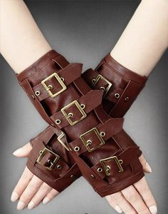 Great accessory for gothic and steampunk lovers. Gloves made of black cotton. Gloves made of brown faux leather. Gants Steampunk, Steampunk Gloves, Moda Steampunk, Steampunk Outfits, Steampunk Accessoires, Style Steampunk, Steampunk Costume, Steampunk Clothing, Gothic Outfits
