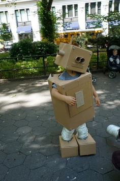 Build-your-own Cardboard Box Robot Costume Instructions Cardboard Robot, Cardboard Costume, Cardboard Box Crafts, Cardboard Box Ideas For Kids, Robot Crafts, Cardboard Playhouse, Cardboard Furniture, Robot Costume Diy, Robot Costumes