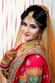 Indian Wedding Poses, Indian Bridal Photos, Indian Bridal Makeup, Indian Bridal Fashion, Wedding Makeup, Indian Wedding Couple Photography, Bride Photography, Bridal Poses, Bridal Photoshoot
