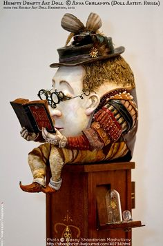 Humpty Dumpty reads a good book. May Tenth Jubilee, Professional annual exhibition of art dolls in Russia via Alexey Shaadorian Mashutikov (Moscow, Russia) Arte Robot, Drawn Art, Humpty Dumpty, Art Sculpture, Illustration, Paperclay, Gourd Art, Toy Art, Oeuvre D'art