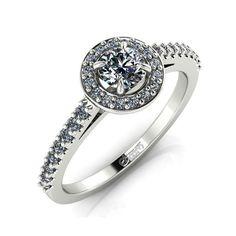 Acest model elegant si stralucitor de inel de logodna poate fi executat din aur galben, alb si roz. Inelul este tintuit cu 36 de diamante. Piatra centrala este mai mare si se caracterizeaza prin taietura rotund briliant.