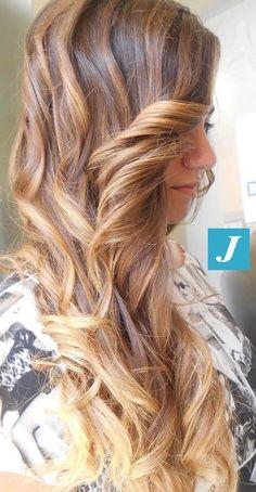 Degradé Joelle e piega beachwaves. #cdj #degradejoelle #tagliopuntearia #degradé #igers #naturalshades #hair #hairstyle #haircolour #haircut #longhair #ootd #hairfashion