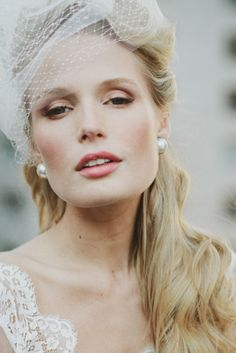 Stylish birdcage veil and peal earrings | Rebekah Senter Photography | see more on: http://burnettsboards.com/2014/03/modernly-romantic-nyc-bride/