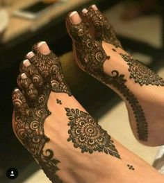 Henna Artist Adorn your hands with latest mehendi designs that can be perfectly curated by Mehndi Artist in Jaipur to make your mehendi ceremony unforgettable. Dulhan Mehndi Designs, Henna Mehndi, Mehandi Designs, Leg Mehndi, Legs Mehndi Design, Stylish Mehndi Designs, Mehndi Design Photos, Beautiful Henna Designs, Mehndi Images