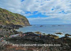 Una Parada en Azores: La Isla de San Miguel   via Blog Cabo Norte   12/10/2014 Aunque parezca mentira, con sólo 90km de largo,15 km de ancho y poco más de 100.000 habitantes, la Isla de San Miguel acumula muchos lugares de interés. De hecho, nosotros decidimos dedicarle sólo tres días a esta isla y sin duda nos quedamos cortos. Es todo un ejemplo de un pequeño espacio con mucho que hacer. En esta nueva entrada, comparto con vosotros consejos para visitar por libre esta hermosa isla…